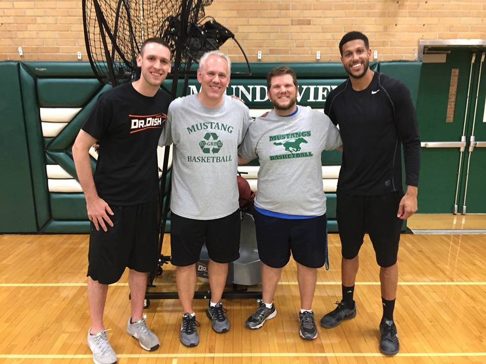 Dr. Dish Basketball Visits Mounds View High School (MN)